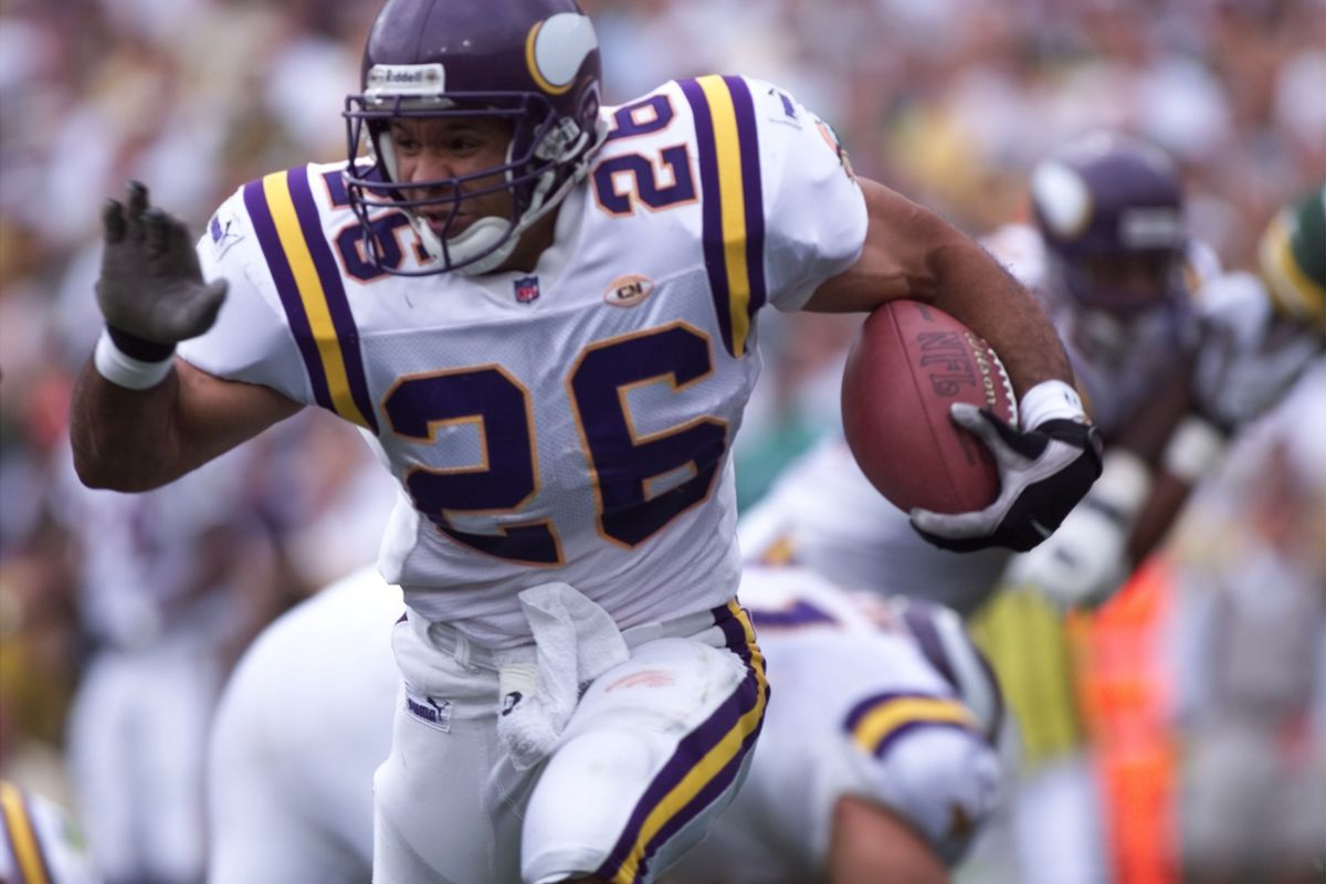 Vikings - Green Bay Packer football September 26,1999. — Minnesota Vikings runningback, Robert Smith,26, runs for daylight against the Green Bay Packers Sunday September 26, 1999. Smith Had 21 carries for 85 yards for an average of 4 yards a carry.