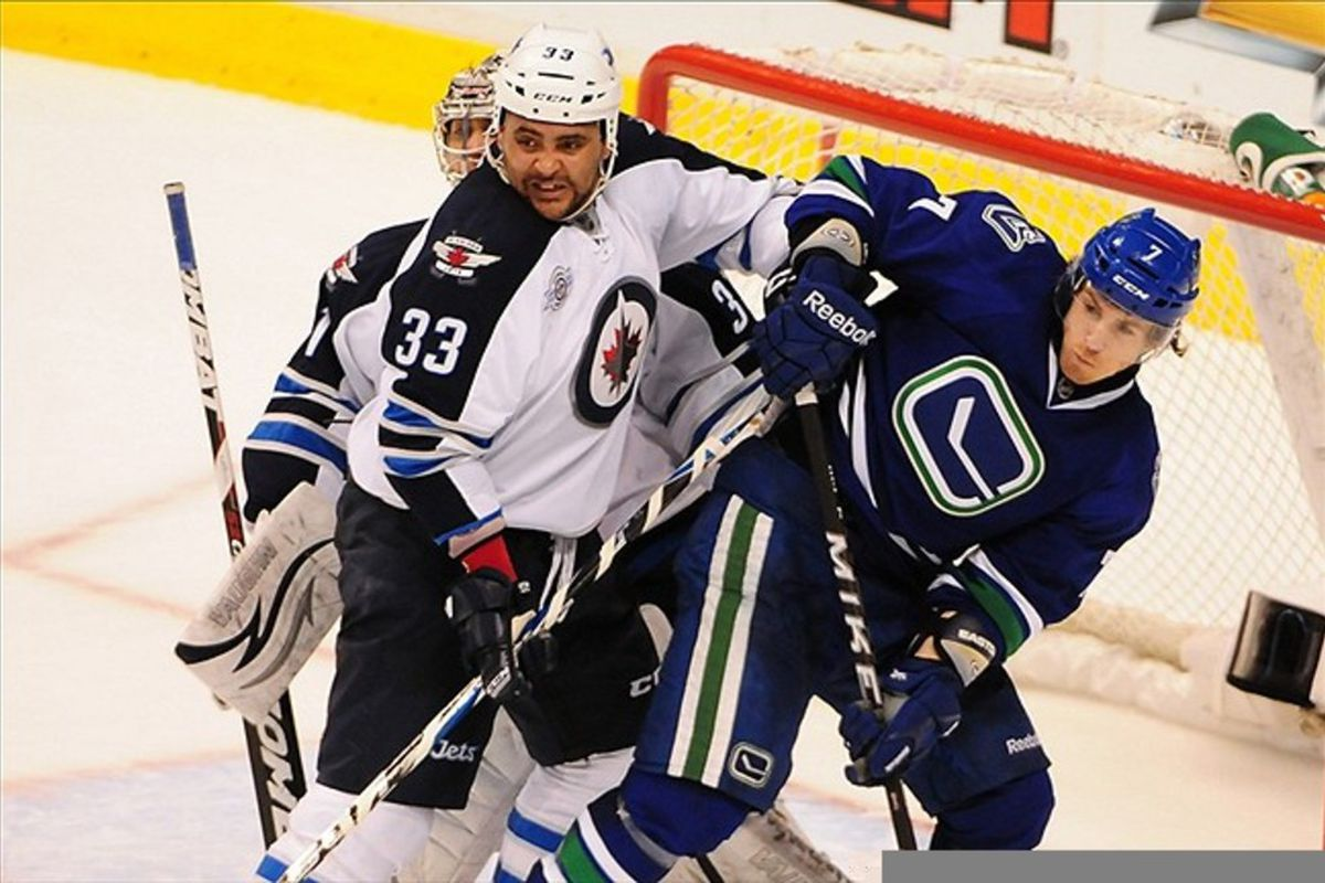 Dustin Byfuglien doesn't share his mid-game snacks.