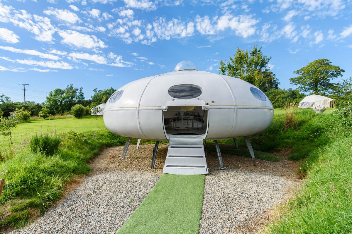 11 >> Celebrate Apollo 11 Moon Landing With Airbnb Rentals Fit For Space