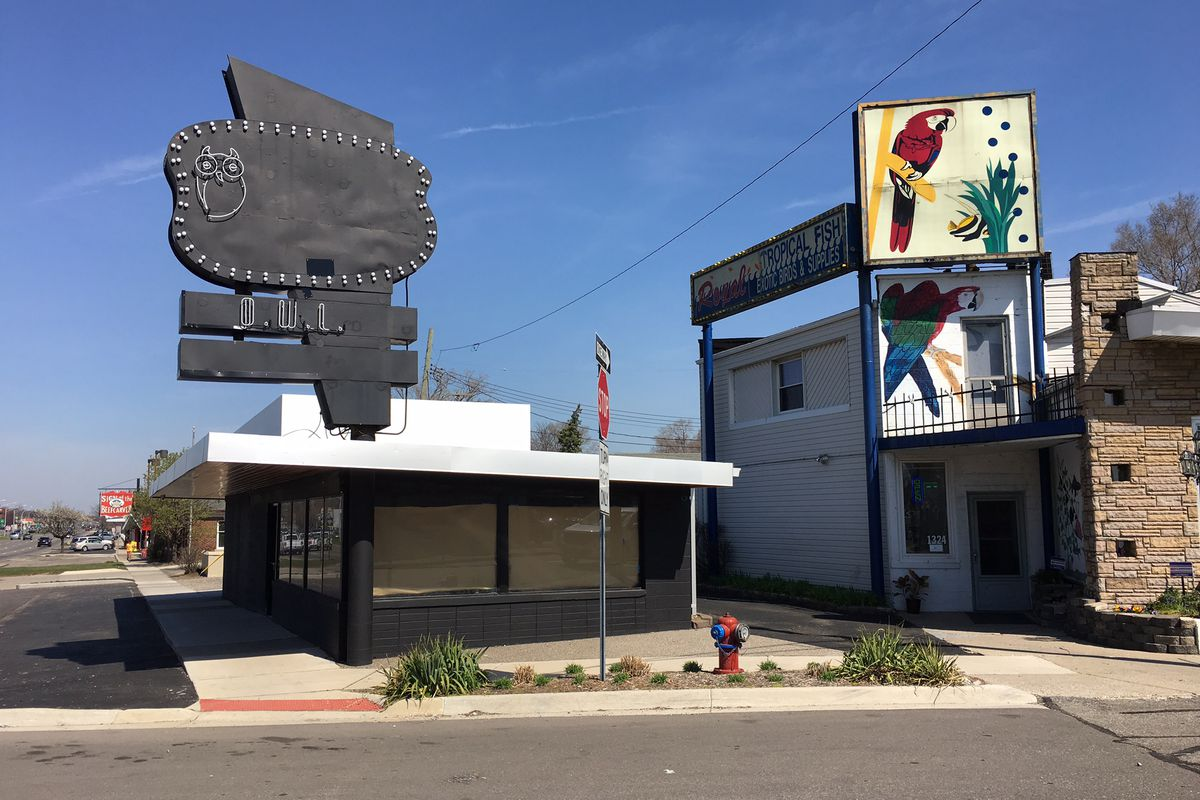 The former Onion Roll sports mysterious new signage