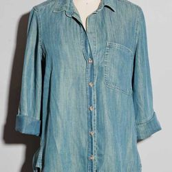 """The workhorse of any wardrobe, the chambray top can be used as a casual jacket and a beach cover up. Knot the front and pair it with a colorful maxi skirt for a casual, cool daytime look. <a href=""""http://www.kembrel.com/collections/womens/tops/bella-dahl-"""