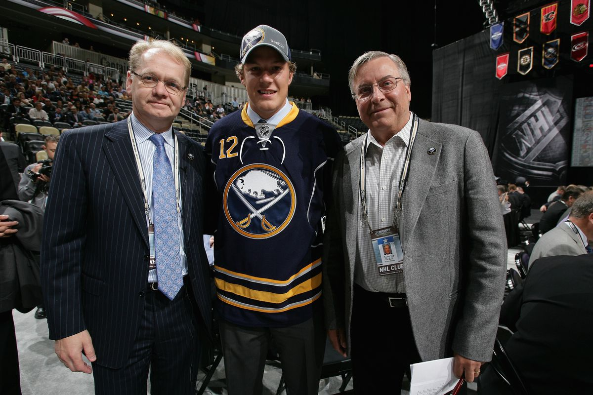Jake McCabe (middle) poses with Buffalo Sabres owner Terry Pegula (right).