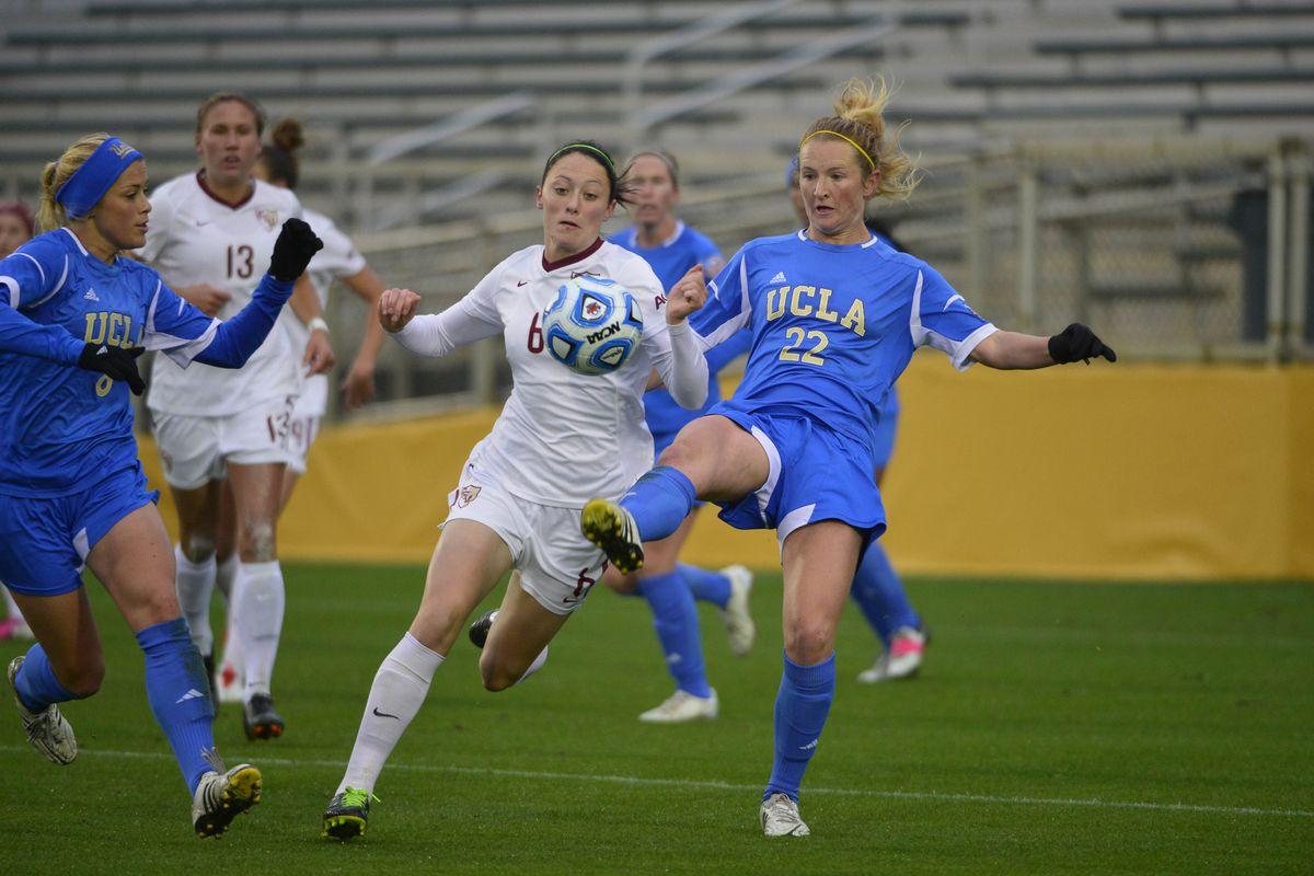Sam Mewis on the ball for the #1 UCLA Women's Soccer team