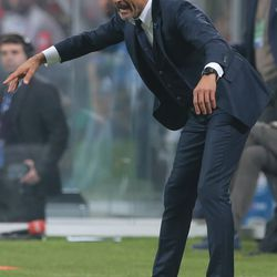 FC Internazionale Milano coach Luciano Spalletti issues instructions to his players during the Serie A match between FC Internazionale and AC Milan at Stadio Giuseppe Meazza on October 15, 2017 in Milan, Italy.