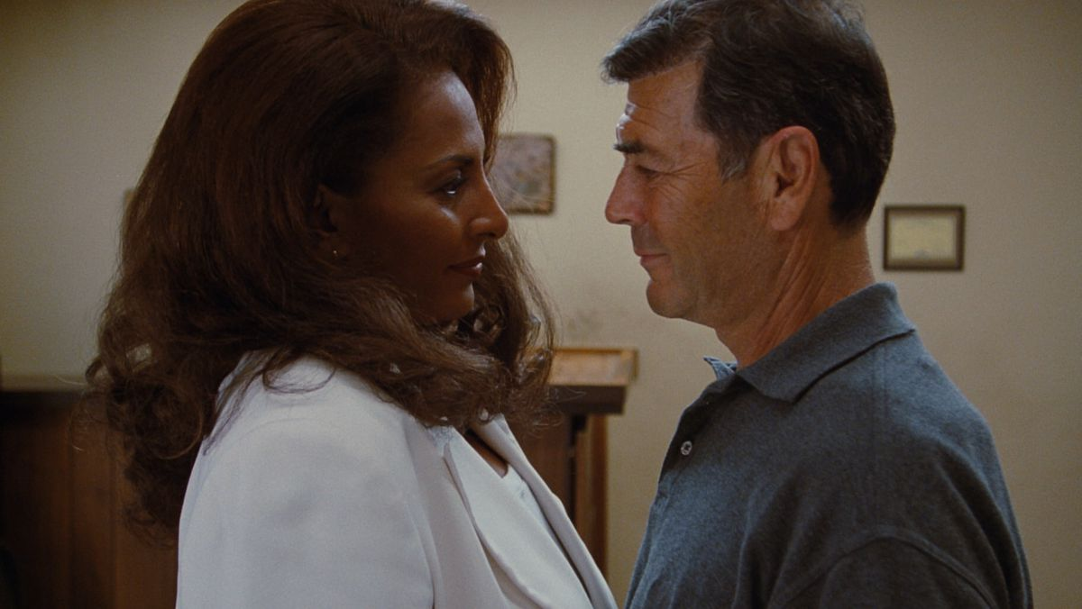 Jackie Brown (Grier) and Max Cherry (Forster) look lovingly at each other.