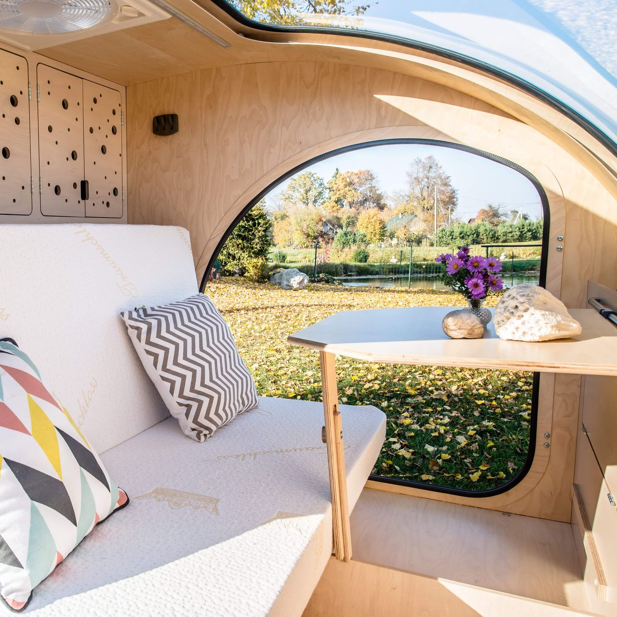 Colorful camper trailer sleeps a family in style - Curbed