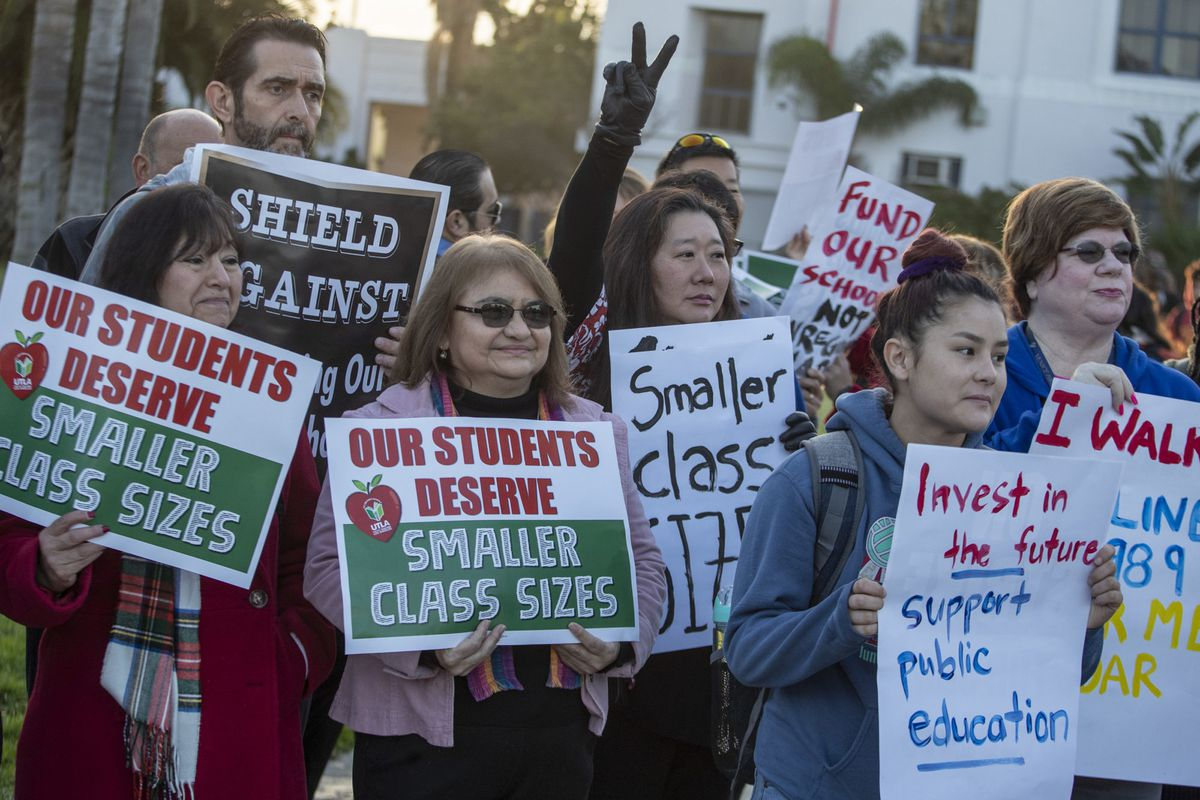 Teachers, retired teachers and parents show their support for UTLA in front of Venice High School in Venice, Calif., on Jan. 10, 2019.  (Photo by Brian van der Brug/Los Angeles Times via Getty Images)