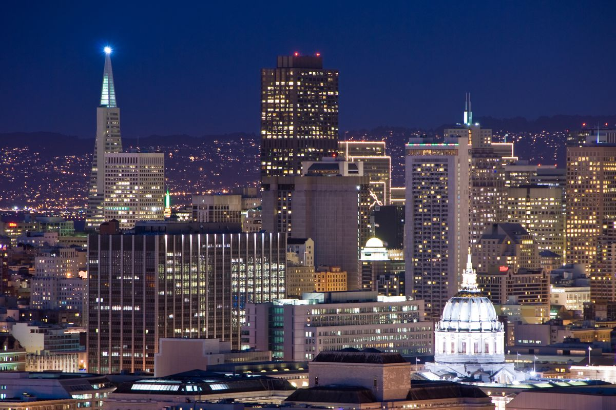 Let the city be your romantic backdrop. Photo: Shutterstock