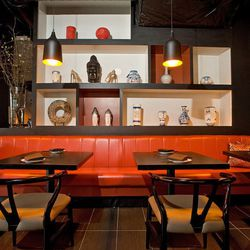 """<a href=""""http://chicago.eater.com/archives/2012/02/27/red-violet-brings-upscale-chinese-to-river-north.php"""">Chicago: What to Eat at <strong>Red Violet</strong>, Now Open on Hubbard Street</a>"""