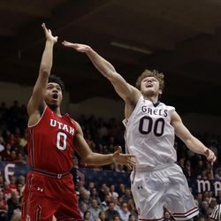 Utah guard Sedrick Barefield, left, shoots past Saint Mary's guard Tanner Krebs during the first half of an NCAA college basketball game in the quarterfinals of the NIT, Wednesday, March 21, 2018, in Moraga, Calif. (AP Photo/Marcio Jose Sanchez)