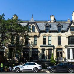 Row of townhouses in Old Town | Tyler LaRiviere/Sun-Times