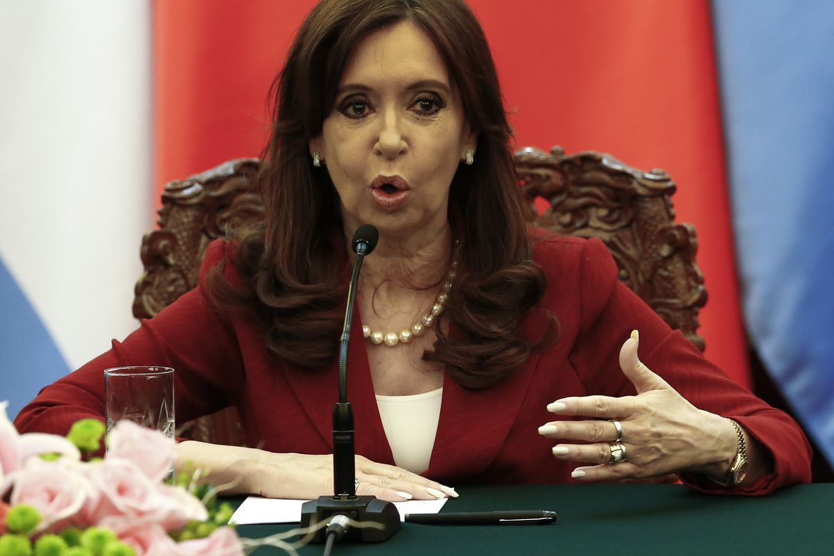 Kirchner delivers a statement at China's Great Hall of the People.