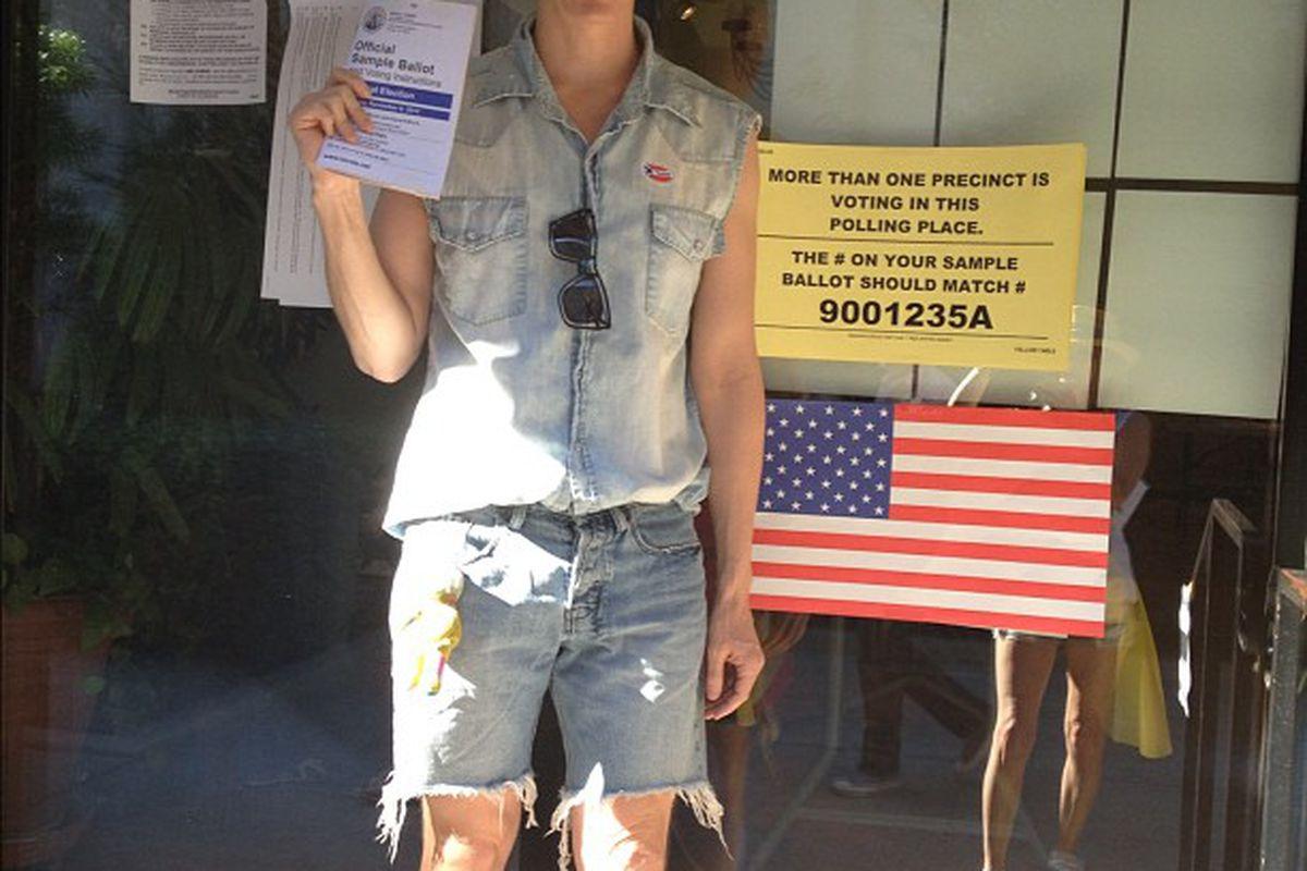 "LA designer Jeremy Scott voting in Hollywood. Photo via <a href=""http://instagram.com/p/RsoNuMgLkr/"">Skaist-Taylor</a>/Instagram"