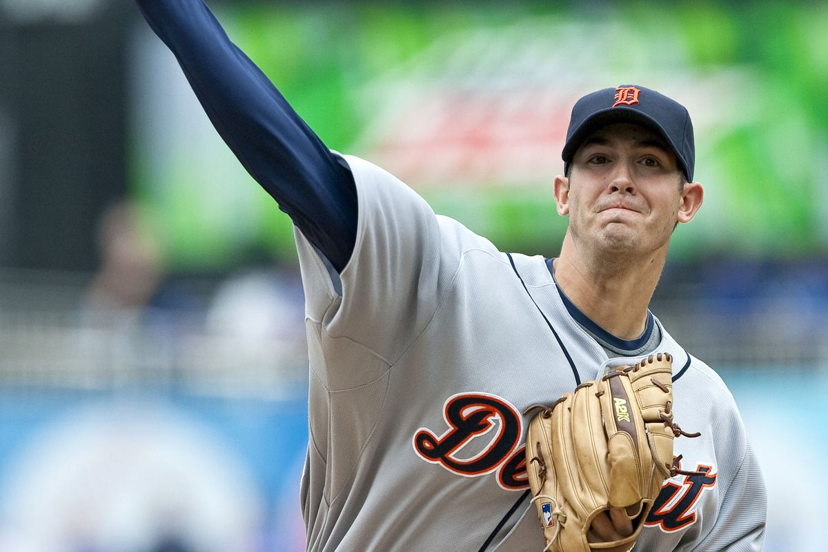 Detroit Tigers starting pitcher Rick Porcello (48) throws in