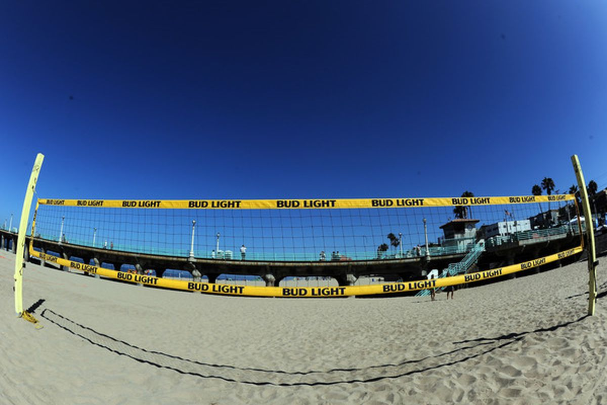 Between the yellow net and the blue sky, this picture is surprising Cal-triotic.