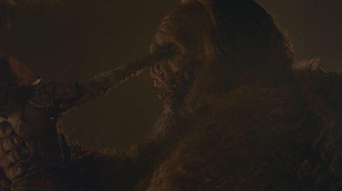 Game of Thrones S08E03 Lyanna poignarde le géant dans les yeux