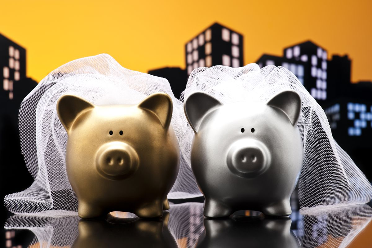 These newlywed piggy banks have the right idea.