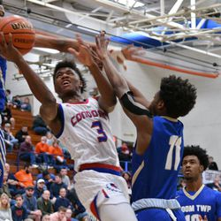 Curie's DaJuan Gordon (3) slides his way to the basket against Bloom, Saturday 12-29-18. Worsom Robinson/For Sun-Times