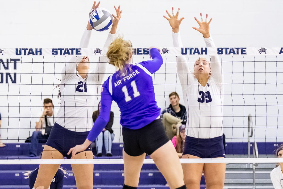 Freshman middle Corinne Larsen (left) and sophomore outside Gabbi Shumway (right) combine for one of a season-best 17 blocks against Air Force on Thursday night.