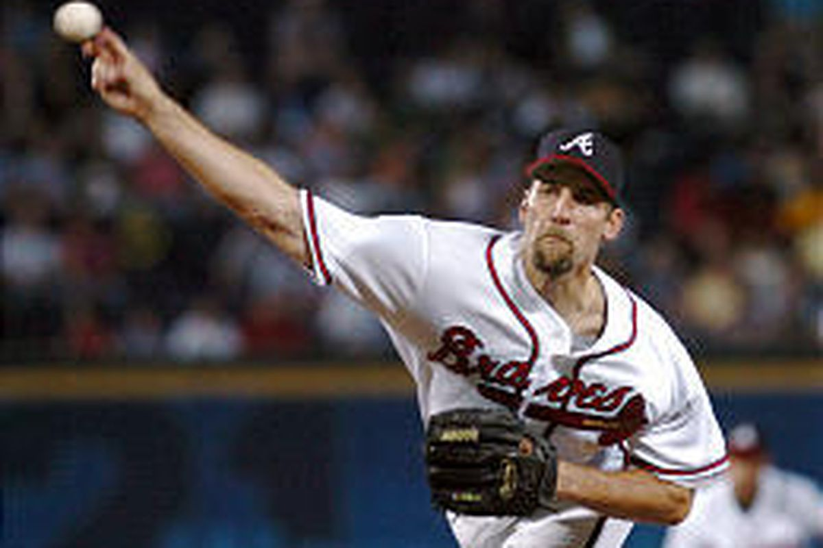 Braves starter John Smoltz delivers a pitch during the third inning of Tuesday's win over the Mets.