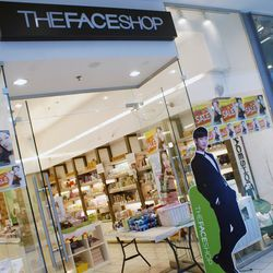"""↑ Our day begins <a href=""""http://international.thefaceshop.com/english/index.jsp"""" target=""""_blank"""">The Face Shop</a>, a South Korean skincare and cosmetics brand that """"brings together science and the perfection of nature to deliver the best product for you"""
