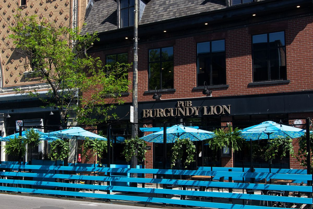 """terrasse in front of sign reading """"Burgundy Lion"""""""