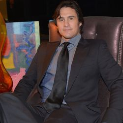 Country singer Joe Nichols gets comfortable in Ken Wolfson's lounge at Backstage Creations Retreat at the American Country Awards.