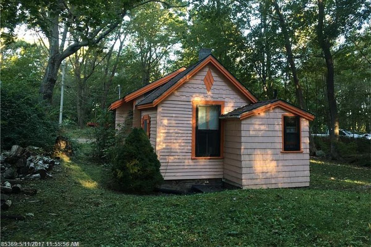Tiny house on big lot built in 1900 wants 183k curbed for Tiny house zillow