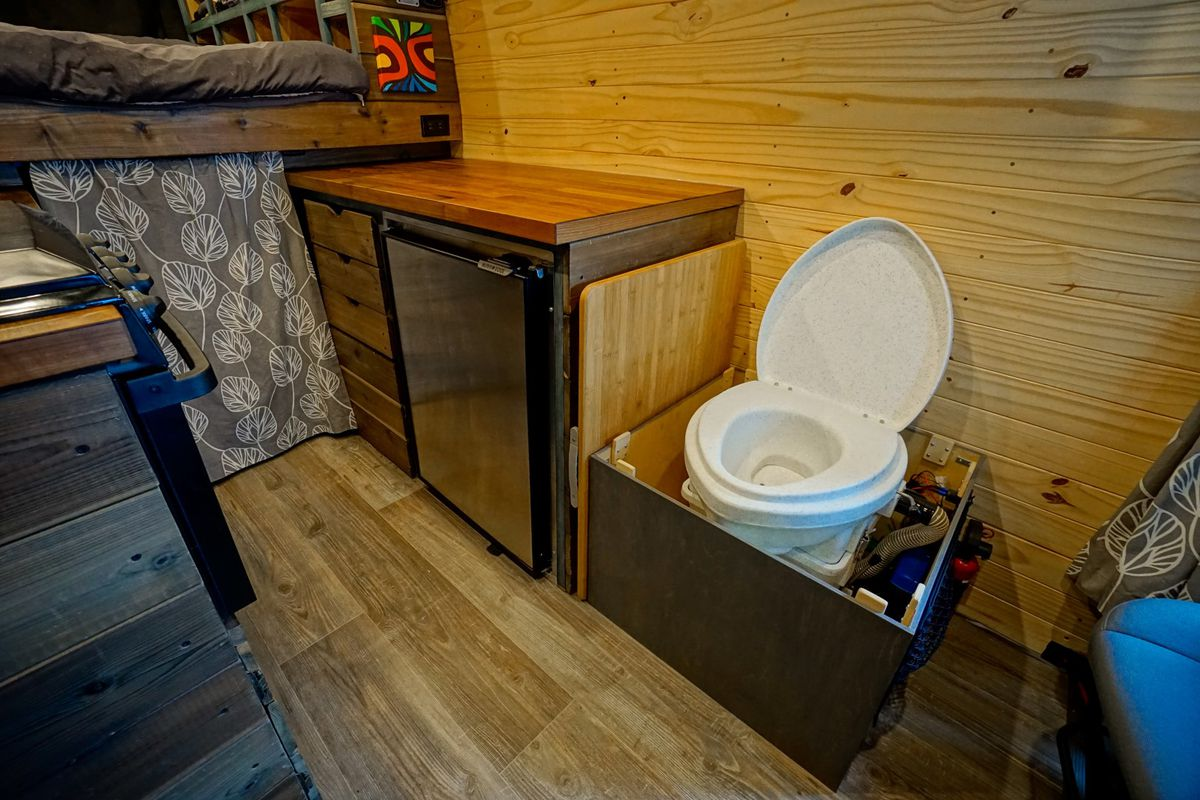 Rv Toilets 5 Alternatives To A Full Bathroom In Your Camper