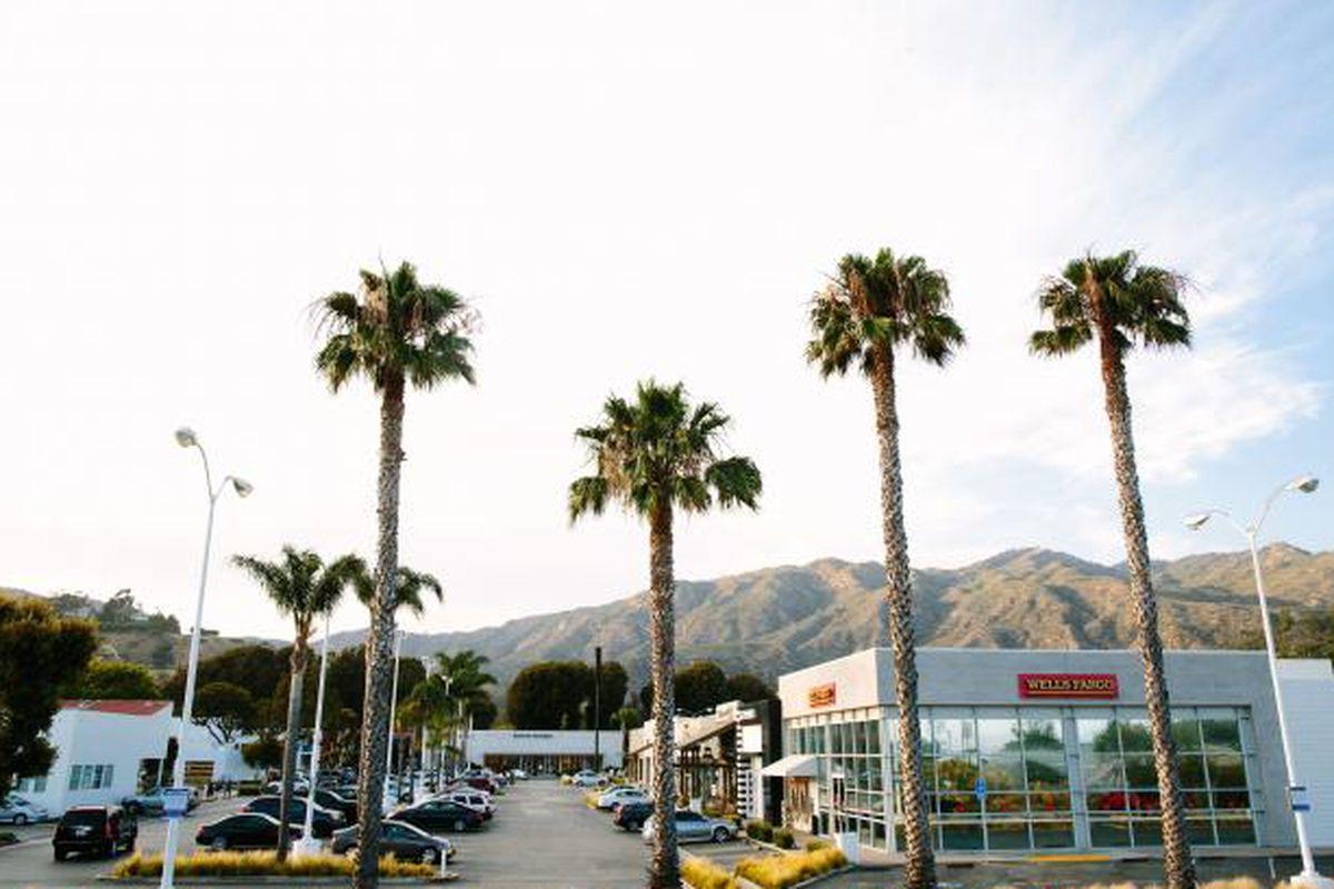 New Fast Casual Burger Concept Lands in Malibu - Eater LA