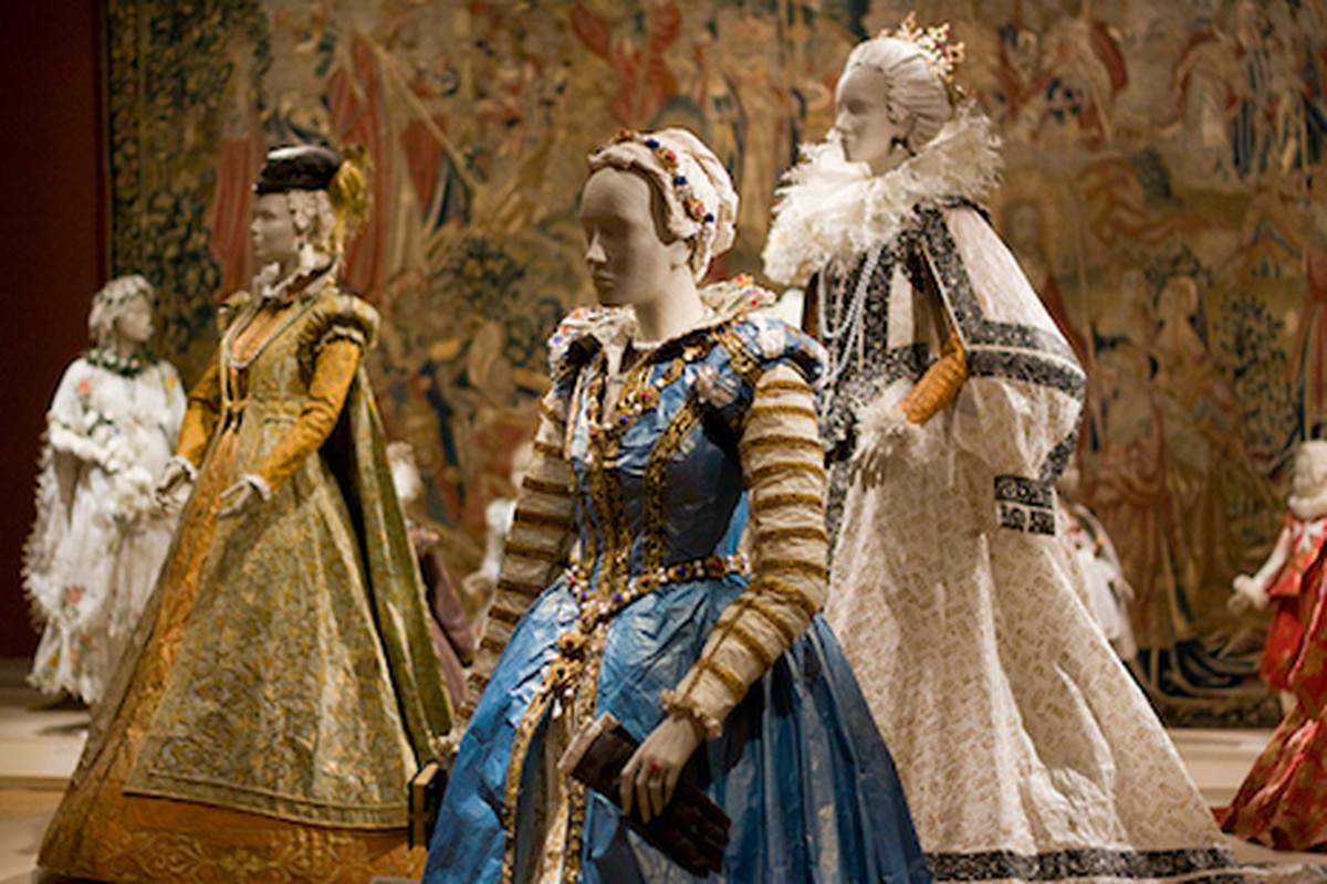 """No joke, these Medici-style garments are crafted entirely from paper. Image via <a href=""""http://www.famsf.org/"""">FAMSF</a>."""