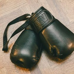 <b>There are a lot of undercover boxers in this city</b><br> One of the surprise sellouts in the collection was the boxing gloves. These were freakishly impractical, yet everyone wanted them. I recently took up boxing, and I think I was the only person i