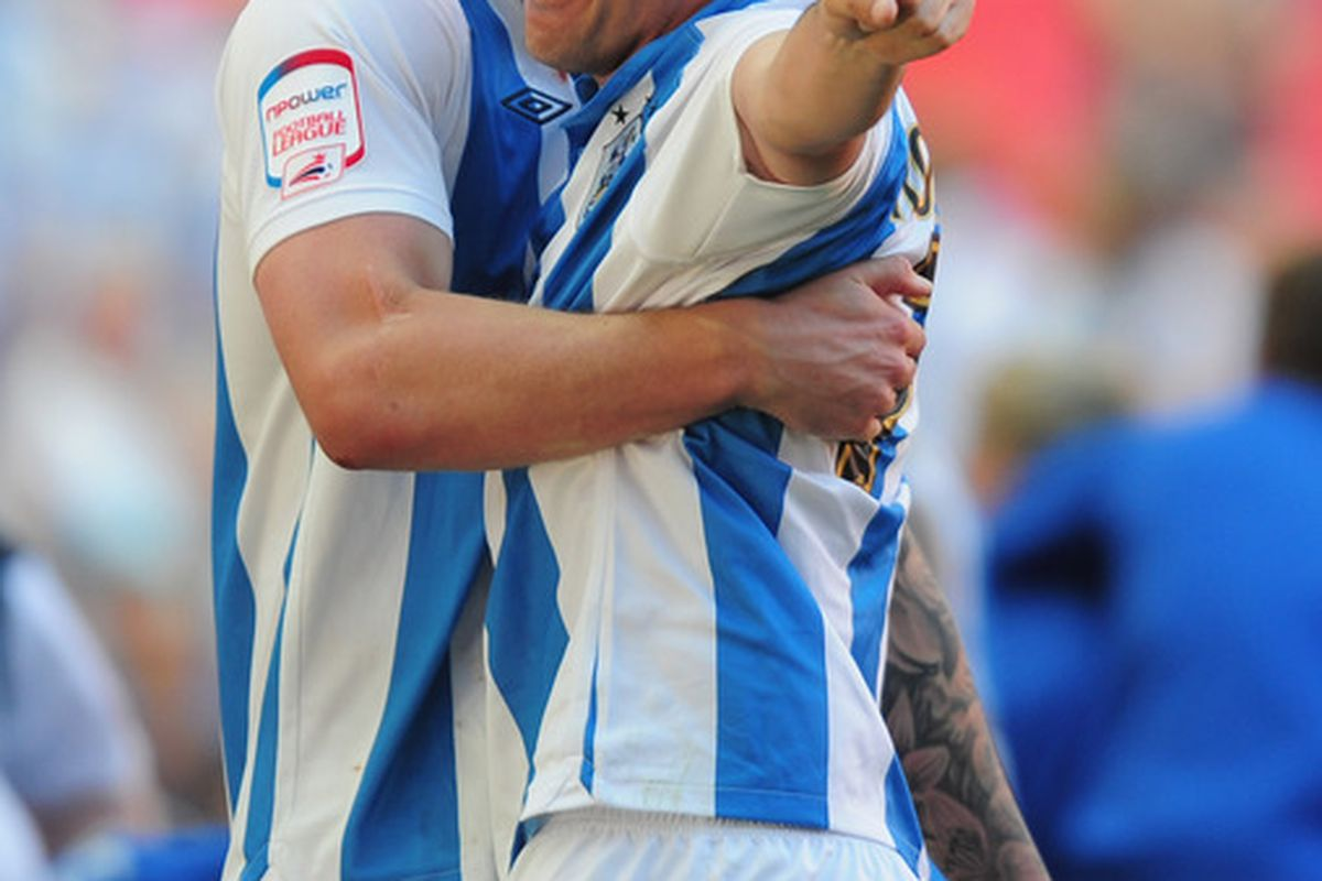 This is Huddersfield Town's Gary Roberts, who has never boarded Kenny Jonsson as far as we know.