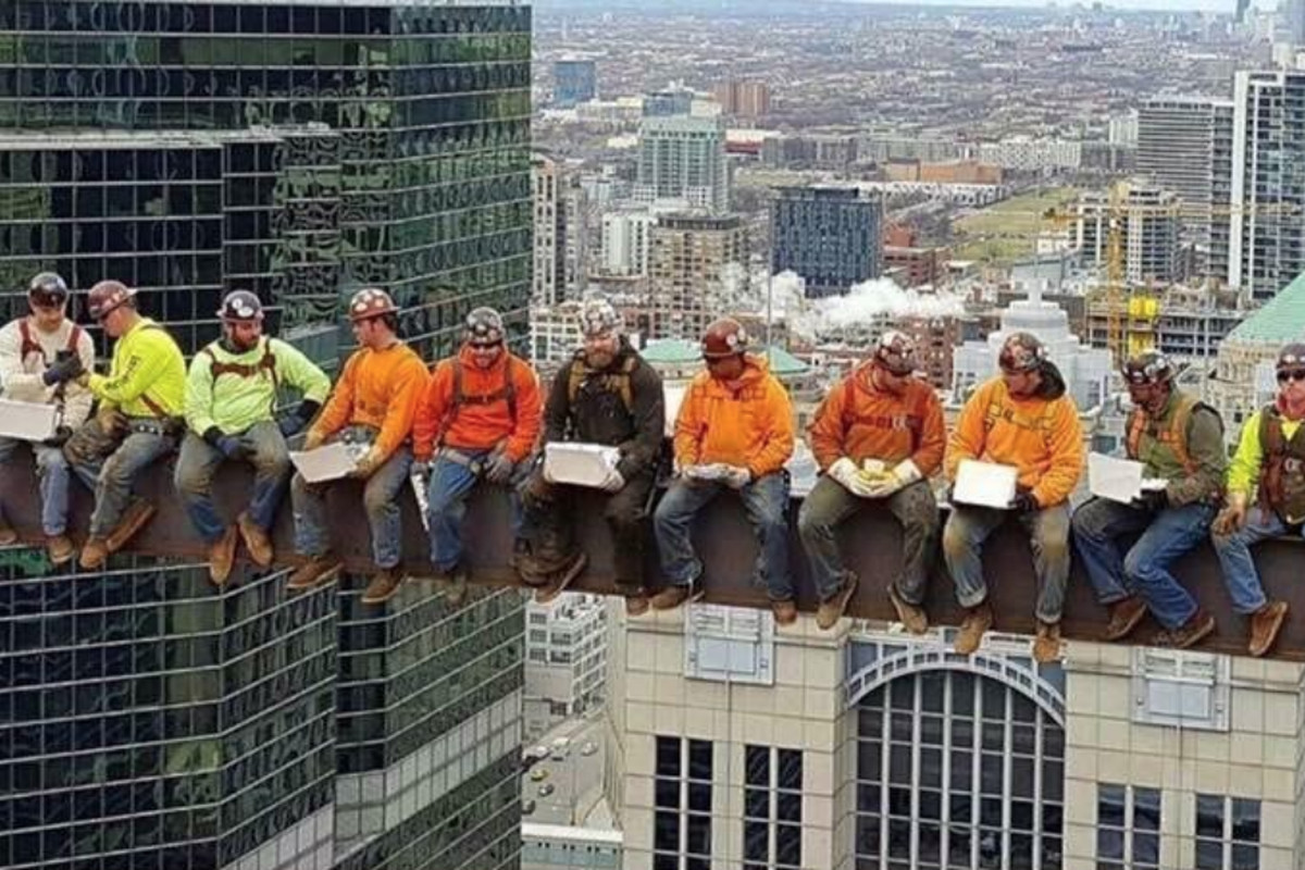 Chicago iron workers recreate 'Lunch atop a Skyscraper
