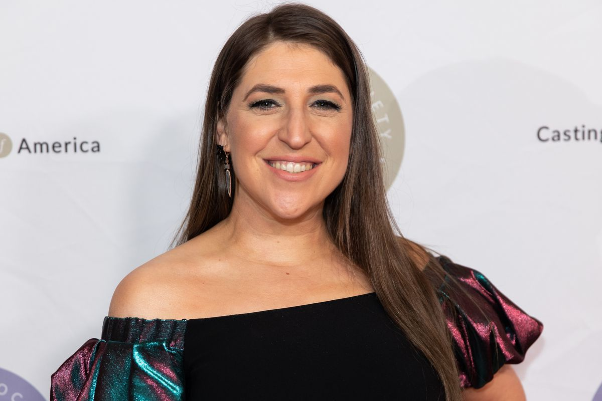 Mayim Bialik attends The Casting Society of America's 34th Annual Artios Awards at The Beverly Hilton Hotel in 2019.