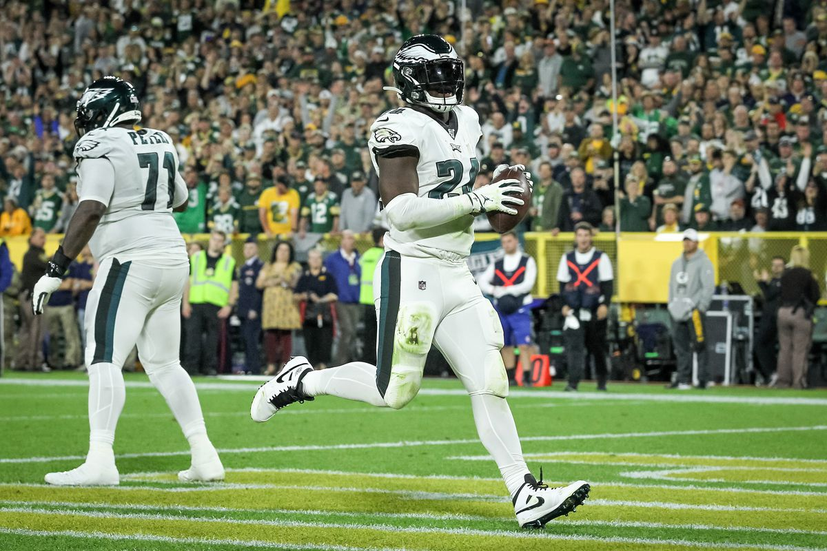 Jordan Howard of the Philadelphia Eagles scores a touchdown in the second quarter against the Green Bay Packers at Lambeau Field on September 26, 2019 in Green Bay, Wisconsin.