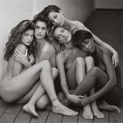 Herb Ritts, Stephanie, Cindy, Christy, Tatjana, Naomi, Hollywood (1989) © Herb Ritts Foundation, Credit: The J. Paul Getty Museum, Los Angeles, Gift of Herb Ritts Foundation