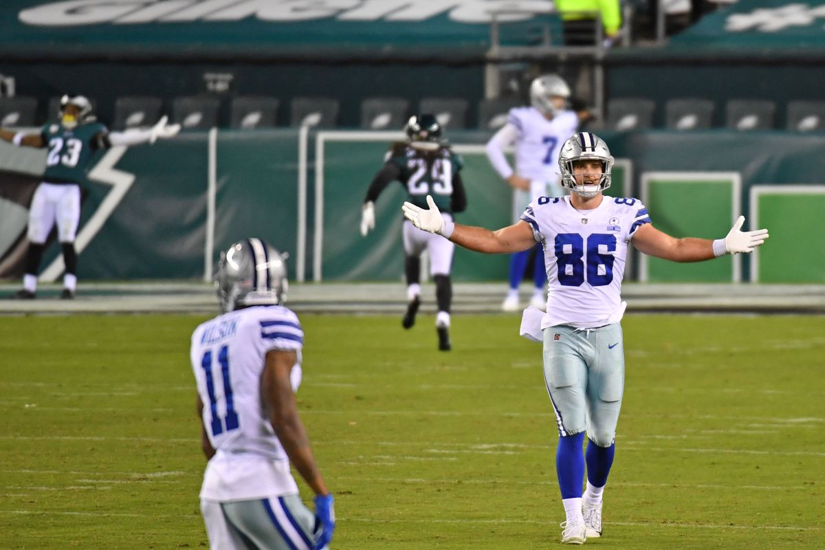 Dallas Cowboys tight end Dalton Schultz (86) reacts after Philadelphia Eagles free safety Rodney McLeod (23) scored a touchdown on a fumble return during the fourth quarter at Lincoln Financial Field.