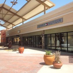 <i>The Outlets at Tejon are open Monday through Saturday from 10am to 9pm and Sunday 10am to 8pm.</i>