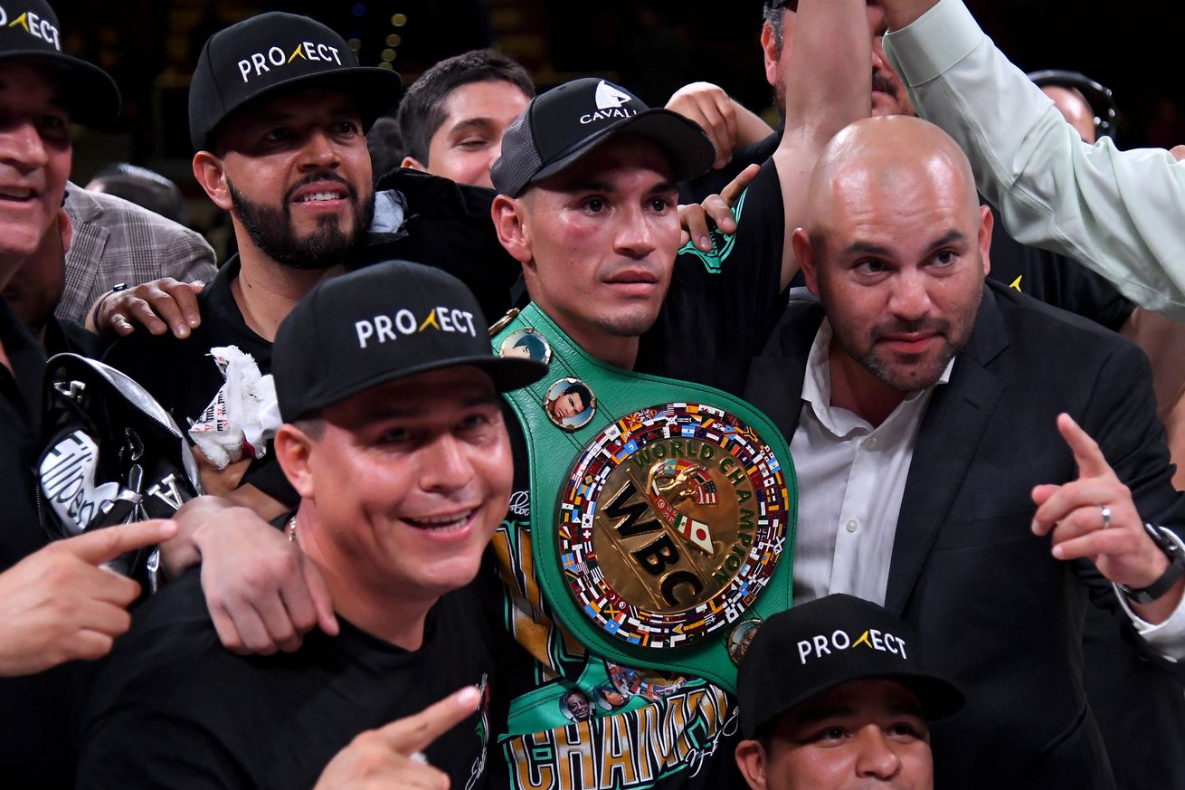 1145925399.jpg.0 - Estrada retains WBC title, stops Beamon in nine