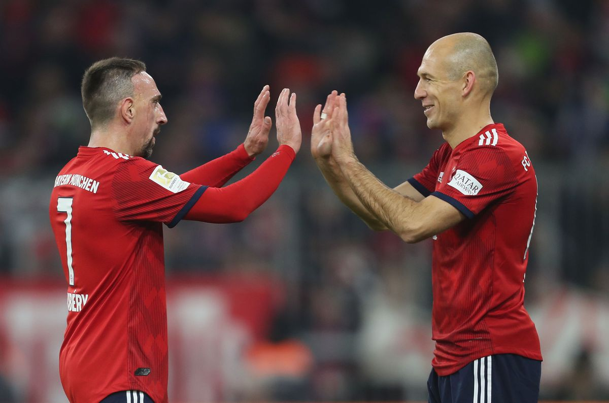 FC Bayern Muenchen v Fortuna Duesseldorf - Bundesliga MUNICH, GERMANY - NOVEMBER 24: Franck Ribery is substituted by teammate Arjen Robben (R) of FC Bayern Muenchen during the Bundesliga match between FC Bayern Muenchen and Fortuna Duesseldorf at Allianz Arena on November 24, 2018 in Munich, Germany.