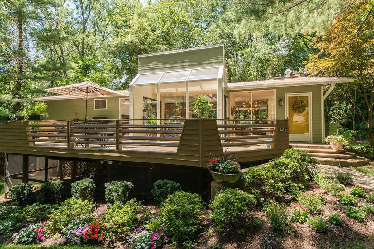 For 972k Nab A Charles Goodman Designed Home In Alexandria S Hollin Hills Curbed Dc