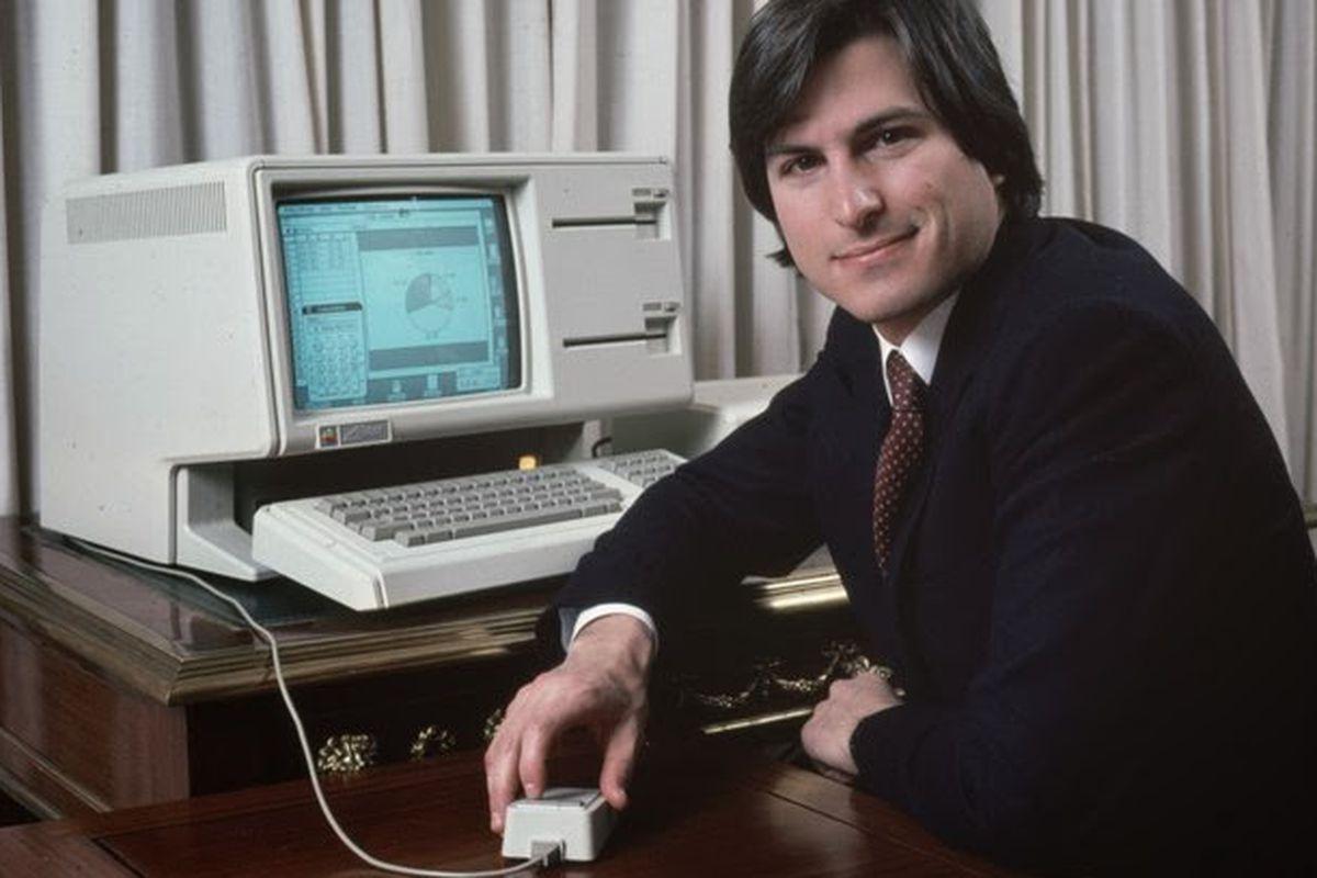 Aaron Sorkin Says Steve Jobs Daughter Lisa Is The Hero Of His Film