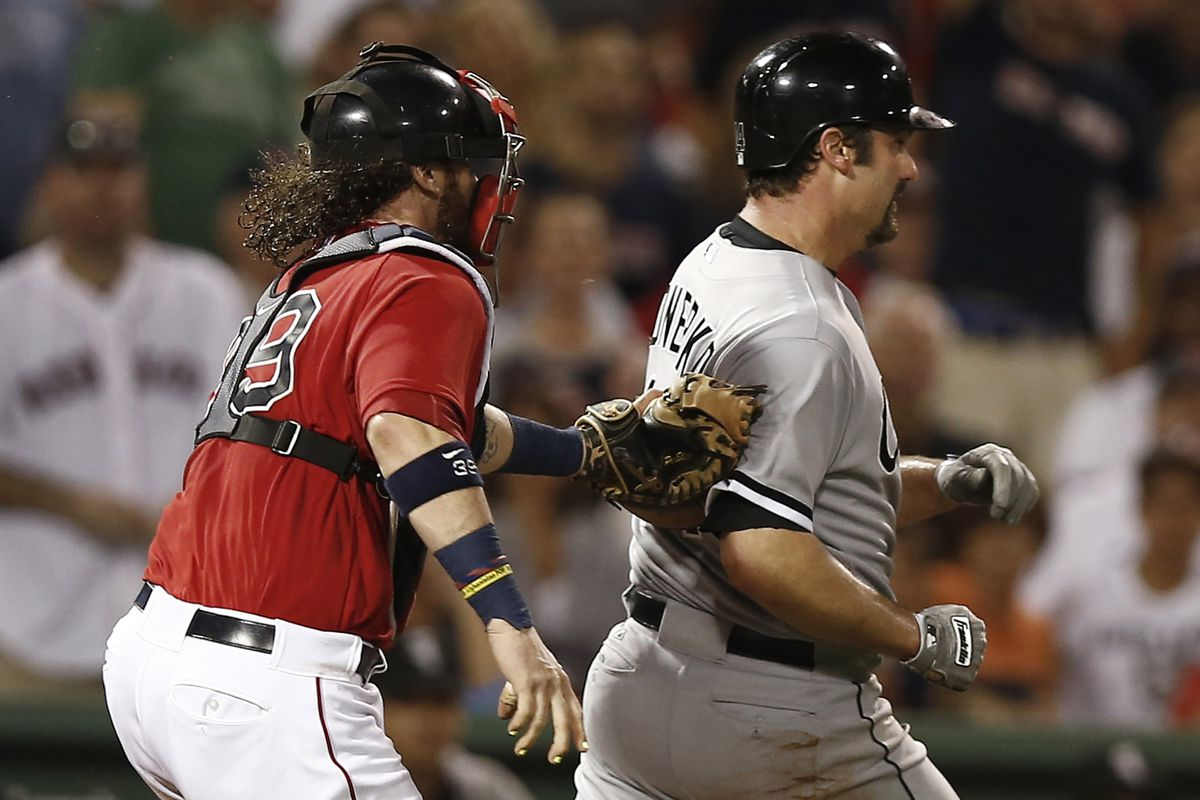 Konerko puts it into high gear but is caught but the lightning-quick Jared Saltalamacchia