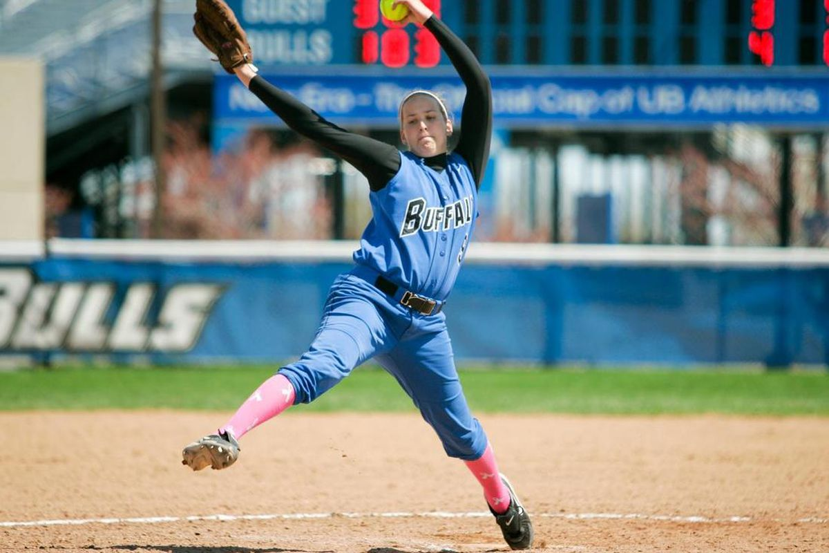 """Holly Johnson tossed a two hit shutout and the University at Buffalo softball team defeated #15 Baylor <a href=""""http://www.buffalobulls.com/sports/sball/2011-12/releases/20120317hjvrd6"""">www.buffalobulls.com</a>"""