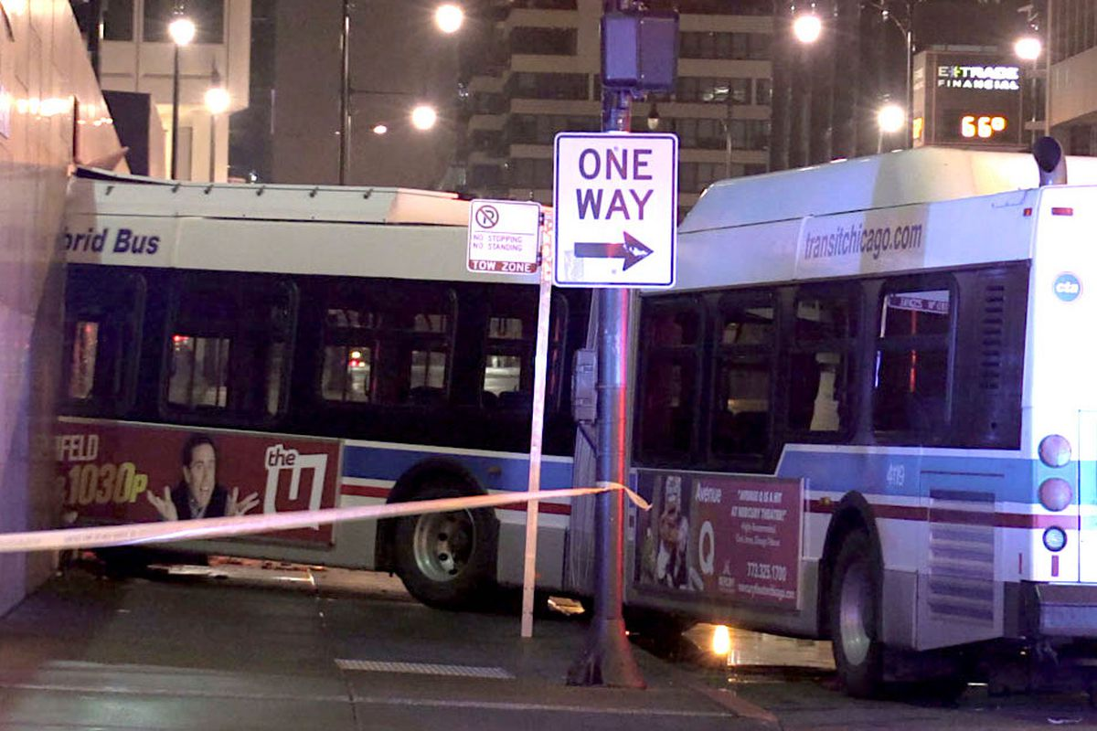 5 injured when CTA bus crashes into Willis Tower - Chicago