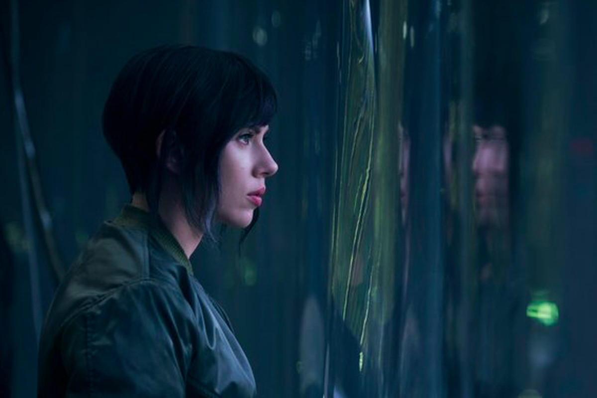 Ghost In The Shell Continues Scarlett Johansson S Stormy Relationship With Terrible Wigs The Verge