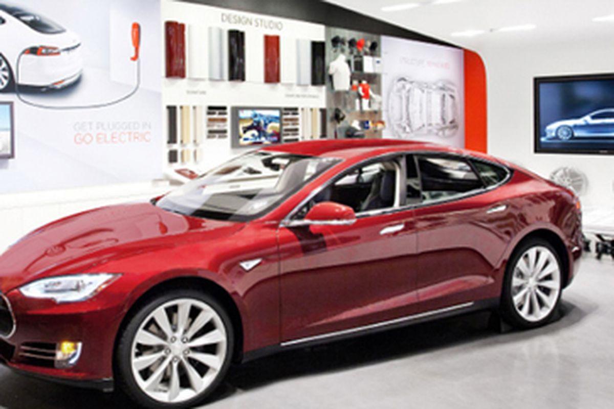 "Photo via <a href=""http://www.teslamotors.com/cortemadera"">Tesla</a>"