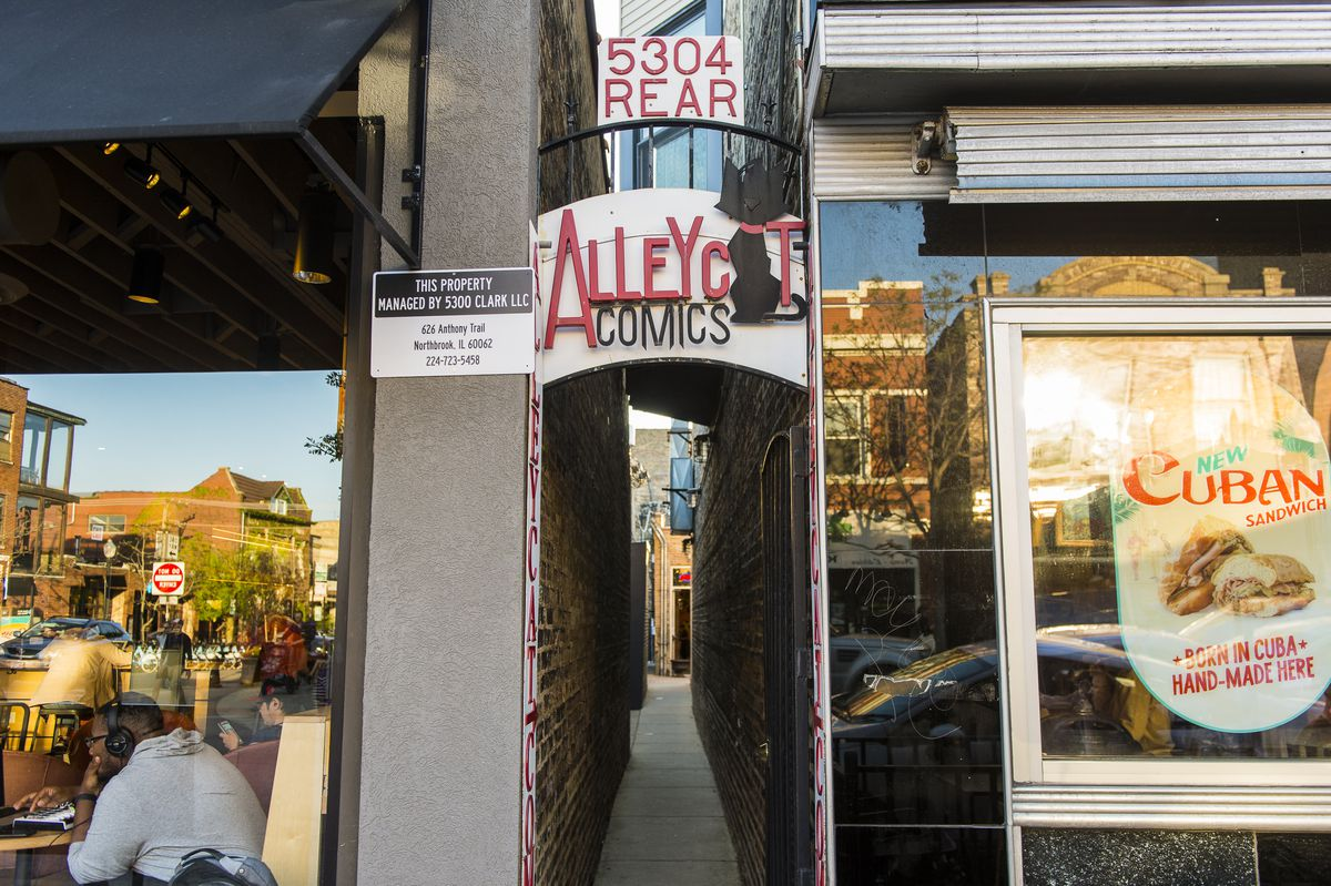 Alley Cat Comics alley entrance in Andersonville.   Tyler LaRiviere/Sun-Times