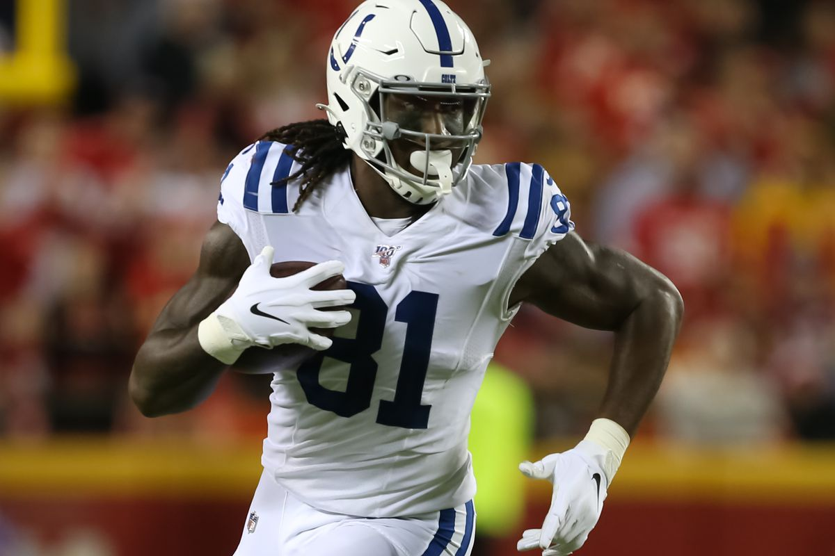 Indianapolis Colts tight end Mo Alie-Cox runs after the catch for a 10-yard gain in the second quarter of an NFL matchup between the Indianapolis Colts and Kansas City Chiefs on October 6, 2019 at Arrowhead Stadium in Kansas City, MO.